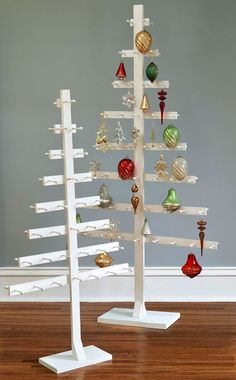-Medium slatted display tree with header card. -Swatch Available: No. -Tree Height - Top to Bottom: Product Typ (Diy Ornaments Display) Christmas Craft Fair, Easy Christmas Decorations, Wooden Christmas Trees, Christmas Projects, Simple Christmas, Christmas Tree Ornaments, Christmas Crafts, Ornament Display Tree, Wooden Tree