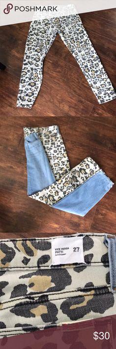 Hudson leopard print back jeans Hudson jeans with leopard print on back side. Comfortable fit jeans!! A little worn but still in decent condition 💜 Hudson Jeans Jeans Boyfriend