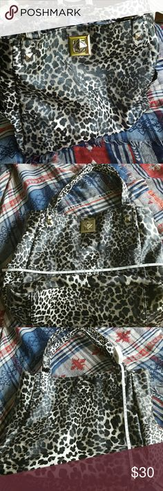 SATURDAY SPECIAL ♥Keneth Cole large purse♥ This bag is practically new . Safari print in dark color. Two pockets on the side , not pockets on the back .  Beuty♥♥♥ Bags Totes