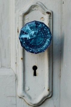Blue Crystal Doorknob // Pinned by Dauphine Magazine x Castlefield - Curated by Castlefield Bridal & Branding Atelier and delivering the ultimate experience for the haute couture connoisseur! Visit http://www.dauphinemagazine.com, @dauphinemagazine on Instagram, and /dauphinemag/ on Pinterest • Visit Castlefield: http://www.castlefield.co and @ castlefieldco on Instagram / Luxury, fashion, weddings, bridal style, décor, travel, art, design, jewelry, photography, beauty, interiors…
