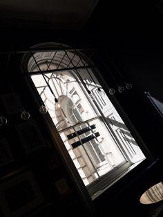 Sun trapped corners.... . #pennethornes #london #thisislondon #sunlight #shadows #light #thelondonlifeinc #visitlondon #manmeetsfashion #lifestyle #weekend #lookup #cocktailbar #londoncoffeeshops #spring #interior #design