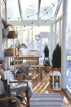 Lasitettu terassi Summer House Interiors, Beautiful Houses Interior, Outdoor Spaces, Outdoor Decor, My Dream Home, Small Spaces, Sweet Home, New Homes, Patio