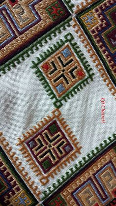 Cross Stitch Rose, Cross Stitch Embroidery, Motifs Textiles, Bohemian Rug, Diy Crafts, Quilts, Blanket, Rugs, Knitting