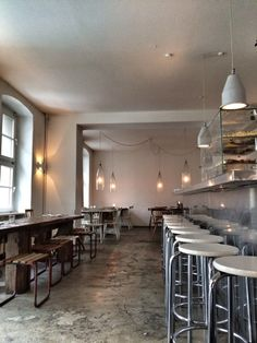 Sa–Mo: 17:00–till late Tu–Fr: 11:00–till late Dinner from 18:00 www.lokal-berlin.blogspot.de