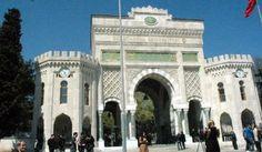 TC gitti Tuğra geldi İSTANBUL Üniversitesi Beyazıt Kampüsü ana giriş kapısının restorasyon çalışmaları sona erdi. Restorasyon kapsamında kapının üzerindeki T.C ibaresi altında bulunan Sultan Abdülaziz'in Osmanlı tuğrası ortaya çıkarıldı. T.C ibaresi ise üniversitenin adının başına alındı.
