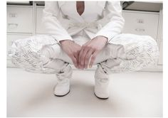 Detail: trousers ( satin cotton, silk-screen print), shoes (fake leather)