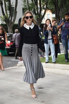 Olivia breezed into the Giorgio Armani show looking polished in a full skirt and sweet collared blouse.