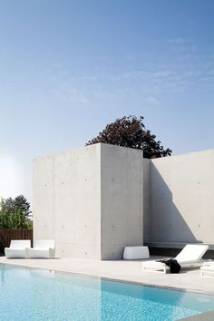 Concrete screen