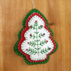 Etsy の Felt Christmas Tree Ornament Red Green Beaded by Elibet Felt Christmas Decorations, Christmas Ornaments To Make, Christmas Sewing, Noel Christmas, Felt Ornaments, Christmas Projects, Felt Crafts, Handmade Christmas, Holiday Crafts