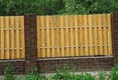 Как сделать забор из деревянных поддонов?