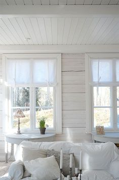 Would like to put little table just inside front door under the window. Cottage Design, Cottage Style, House Design, My Living Room, Living Spaces, Interior Architecture, Interior Design, Beach House Decor, Home Decor