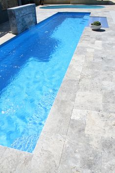 21 Best Swimming Pool Designs [Beautiful, Cool, and Modern] Amazing! This beautiful swimming pool design ideas. Outdoor Pavers, Pool Pavers, Concrete Pool, Outdoor Pool, Patio, Swimming Pool Tiles, Swimming Pool Landscaping, Swimming Pool Designs, Pool Coping