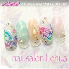 ネイル(No.2130178)|ミディアム |カラフル |パステル |ビビット |エスニック |タイダイ |トロピカル |パール |ハンド |春 |夏 |海 |リゾート | かわいいネイルのデザインを探すならネイルブック!流行のデザインが丸わかり! Cute Gel Nails, Gel Nail Art, Spring Nail Art, Spring Nails, Simple Nail Art Designs, Nail Designs, Summer Holiday Nails, Japan Nail, Butterfly Nail Art