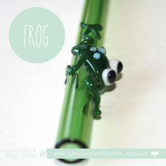 Love these glass straws - so so cute!!  #glass #straw #frog #raw #therawfoodmumandstore