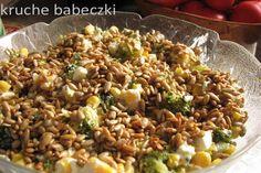 Sałatka z brokułem, fetą, kukurydzą i prażonym słonecznikiem | kruche babeczki