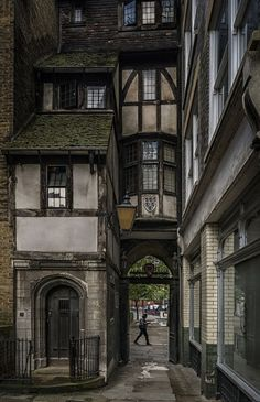 Old London . - Old London architecture design Surrender yours - Old London, London City, London Style, London House, London Pubs, Streets Of London, Old Street London, London Places, City Streets
