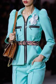 Louis Vuitton Spring 2020 Ready-to-Wear Fashion Show - Vogue Elle Fashion, Fashion Line, 70s Fashion, Colorful Fashion, Runway Fashion, Luxury Fashion, Fashion Show, Fashion Outfits, Womens Fashion