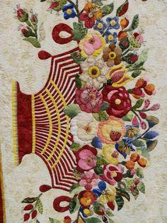 Floating on a Quilted Cloud - Album or Roses par Rita Verroca - détail Quilt Block Patterns, Pattern Blocks, Quilt Blocks, Patchwork Cushion, Basket Quilt, Green Quilt, Antique Quilts, Square Quilt, Needlework