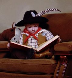 cowboy kitty cat reading a book? Pet Halloween Costumes, Pet Costumes, Happy Halloween, Funny Cats, Funny Animals, Cute Animals, Animal Funnies, Small Animals, Cute Animal Photos