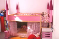 What little girl wouldnt want a pink princess castle for a bed? Photo: acreativeanna.blogspot.it/ ++ see more Ikea Kura bunk bed hacks