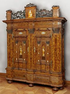 Japanese furniture japanese curio cabinet magnificent for Couch regensburg