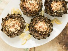 These stuffed artichokes, full of bread crumbs and Pecorino Romano, are a satisfying side dish. Gourmet Recipes, Dinner Recipes, Healthy Recipes, Finger Food Appetizers, Finger Foods, Vegetable Dishes, Vegetable Recipes, Dinner Bread, Artichoke Recipes