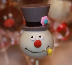 .: Christmas Cake Pops I LOVE THIS!!