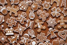 Gorgeous little gingerbread men - some of our top 10 gifts under Christmas Gingerbread, Christmas Treats, Gingerbread Cookies, Gingerbread Recipes, Fondant Minions, Christmas Cake Decorations, Cake Topper Tutorial, Swedish Recipes, Seasonal Food