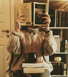 Woman reading in a cozy sweater. Autumn Aesthetic, Book Aesthetic, Super Heroine, Fotografia Tutorial, Rory Gilmore, Mode Shoes, Oldschool, Coffee And Books, Book Photography
