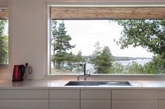Large window backsplash with no upper cabinets