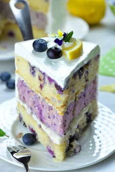 Blueberry Lemon Cheesecake Cake - - Lemon Blueberry Cheesecake Cake the perfect blueberry dessert for spring and summer! Made with a moist lemon cake dotted with juicy blueberries, blueberry cheesecake and sweet and tangy lemon cream cheese frosting. Lemon Blueberry Cheesecake, Blueberry Desserts, Lemon Cheesecake, Köstliche Desserts, Chocolate Desserts, Blueberry Cake, Blueberry Chocolate, Homemade Chocolate, Summer Cheesecake