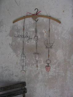 baby shower or room Love Craft, Art And Craft, Mobiles, Art Fil, Wire Flowers, Wire Hangers, Chicken Wire, Wire Crafts, Metal Tins
