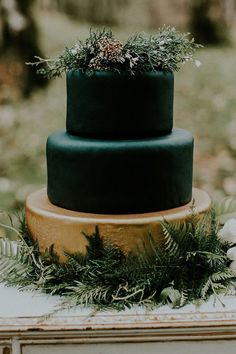 Black and Gold Wedding Decor . 30 Black and Gold Wedding Decor . 27 Timeless Red and Gold Wedding Ideas Weddingomania Black Wedding Cakes, Wedding Cake Photos, Beautiful Wedding Cakes, Wedding Cake Designs, Wedding Cake Toppers, Cake Wedding, Forest Wedding Cakes, Winter Wedding Cakes, Wedding Table