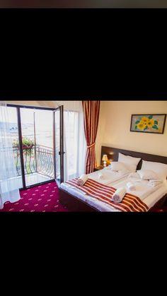Restaurant, Valance Curtains, Travel, Home Decor, Twist Restaurant, Homemade Home Decor, Diner Restaurant, Valence Curtains, Viajes