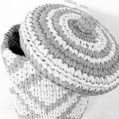 Cestão lindo.... #crochet #croche #handmade #cesto #fiodemalha #feitocomamor #feitoamao #trapilho #totora #knit #knitting #cestocomtampa #decor #quartodebebe #baby #quartodemenino #decor #decoracao #artesanato #cestoorganizador #cestodecroche #cestodemalha