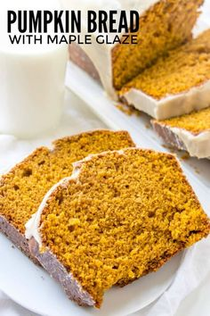 Easy, flavorful and addicting this Pumpkin Bread with Maple Glaze is a delicious fall bread with a sweet and complimenting maple glaze. Köstliche Desserts, Best Dessert Recipes, Delicious Desserts, Yummy Food, Pumpkin Recipes, Fall Recipes, Bread Pudding With Apples, Fall Baking, Pumpkin Dessert