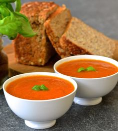 Juicy, plump tomatoes & aromatic fresh basil come together beautifully in this fresh & vibrant easy tomato basil soup which takes only ten minutes to make. Sandwiches, Healthy Dinner Recipes For Weight Loss, Whole Food Recipes, Cooking Recipes, Tomato Soup Recipes, Vegan Tomato Soup, Easy Tomato Basil Soup, Fresh Tomato Soup, Vegetarian Recipes