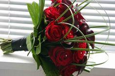 Google Image Result for http://2.bp.blogspot.com/-HUmDtOIyNFE/TyamMaZaWPI/AAAAAAAAAco/-BePgm9E1M8/s400/Modern+brides+bouquet+red+black.jpg