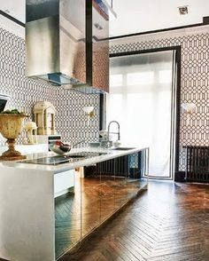 Fab mirrored kitchen with patterned tiles and a herringbone floor. Küchen Design, Home Design, Design Ideas, Wall Design, Kitchen Dining, Kitchen Decor, Kitchen Mirrors, Kitchen Cabinets, Eclectic Kitchen