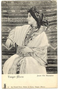 Old Pictures, Old Photos, Tanger Morocco, Art Marocain, Grand Paris, Arabic Pattern, Turkish Design, Moroccan Caftan, Africa Art