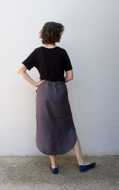 Beginner friendly elastic waist skirt pdf sewing pattern with curved hem, three pocket options and drawstring waist. Skirt Patterns Sewing, Skirt Sewing, Elastic Waist Skirt, Buttonholes, Knitted Fabric, Chambray, Midi Skirt, Normcore, Drawstring Waist