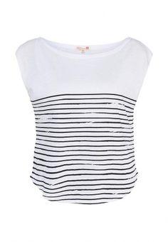 Белая футболка в тонкую черную полоску Fox. Модель выполнена из тонкого хлопкового трикотажа. Детали: свободный крой, вырез-лодочка, приспущенный рукав с необработанным краем, скругленная линия низа. http://j.mp/1pNsOGT