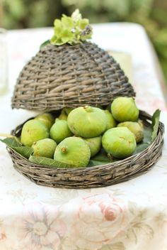 Basket of figs via Valdirose: true life