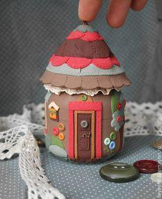 """Шкатулки ручной работы. Ярмарка Мастеров - ручная работа Баночка-шкатулка """"Лоскутный домик"""". Handmade."""