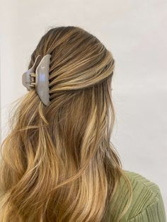 Blonde Hair Looks, Brown Blonde Hair, Blonde Long Hair Cuts, Long Bronde Hair, Balayage Hair Light Brown, Blonde With Brown Lowlights, Straight Hairstyles For Long Hair, Dirty Blonde Hair With Highlights, Highlighted Hairstyles