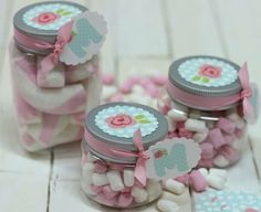 Qué frasquitos para más lindos!! #GlaiaDetalles Jar Crafts, Easter Crafts, Bottles And Jars, Mason Jars, Baby Shawer, Ideas Para Fiestas, Candy Jars, Holidays And Events, Baby Boy Shower
