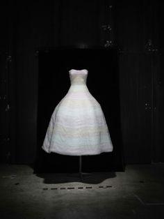 Dior et limpressionisme à Granville http://www.vogue.fr/mode/news-mode/diaporama/dior-et-l-impressionisme-a-granville/12586#!robe-du-soir-en-organza-blanc-brode-de-bandes-de-mousseline-degradees-de-rose-pale-collection-haute-couture-automne-hiver-2012-2013