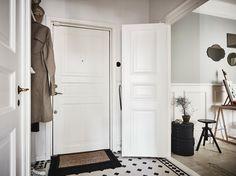 love the three panel doors!