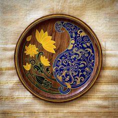 Kerala Mural Painting, Indian Art Paintings, Painting On Wood, Kalamkari Painting, Madhubani Painting, Indian Wall Art, Apple Picture, Bottle Drawing, Round Canvas