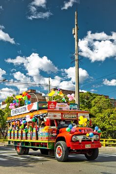 Colombian Culture, Hispanic Heritage Month, Colombia Travel, Busse, Travel Checklist, Commercial Vehicle, Color Of Life, Old Trucks, South America